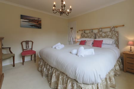 Super King bed + private wet room.. - Falmouth - Bed & Breakfast