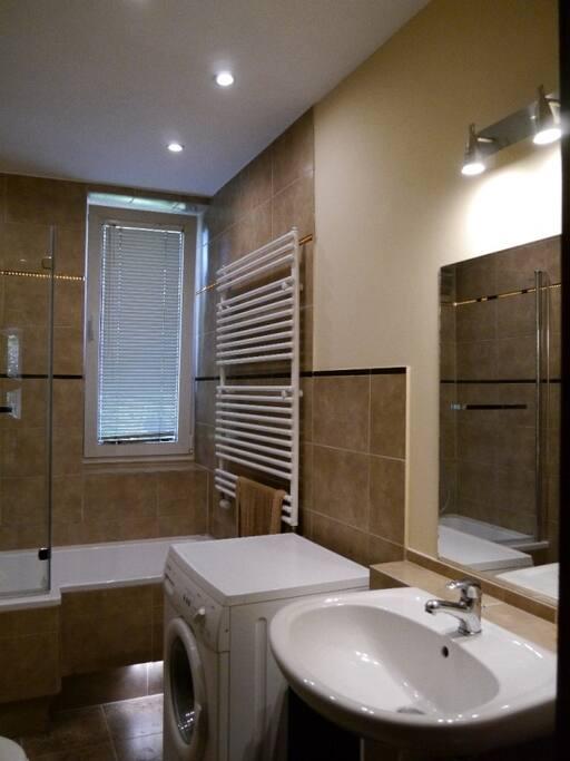 Wanna i prysznic, pralka, ogrzewanie podłogowe