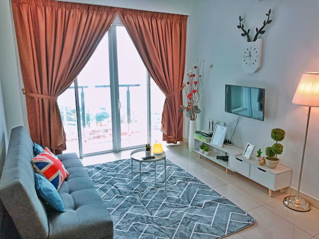 ★Queensbay Mall★ 3~9 Pax, 3 Bedrooms, 2 Car Parks
