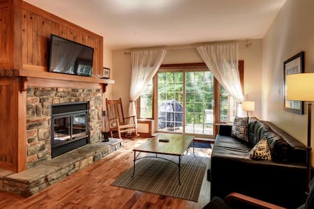 SKI-IN SKI-OUT. 703sqft. Parking. Walk to village! - Mont-Tremblant - Apartamento