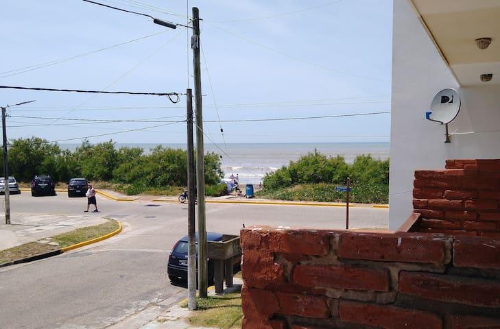 Triplex departamento frente al mar.