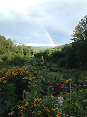 Solar Powered Mountain Top Getaway - Duxbury - Byt