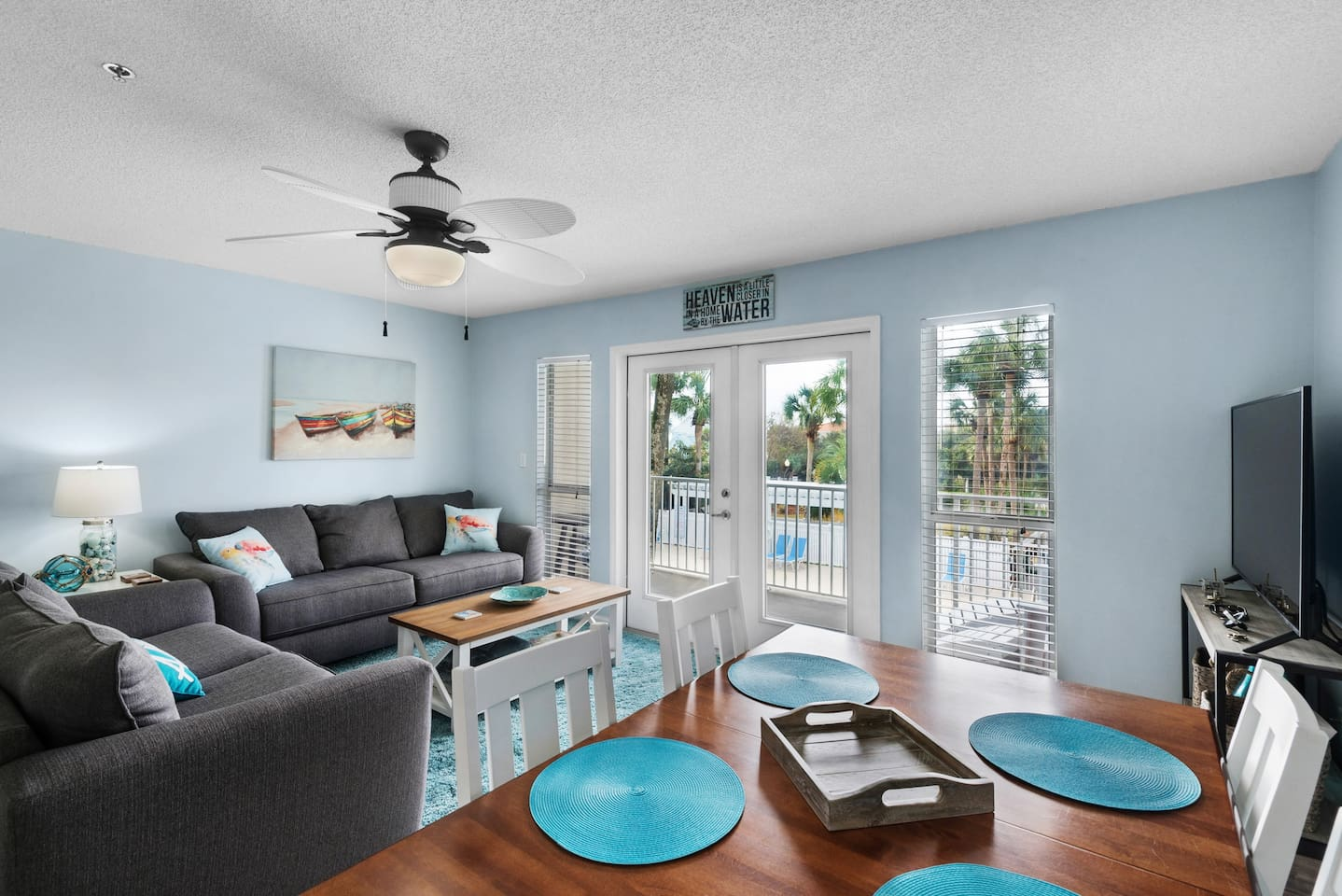 Newly remodeled-Beachy decor, gourmet kitchen, deeded beach access, Gulf and pool views, community has 3 pools