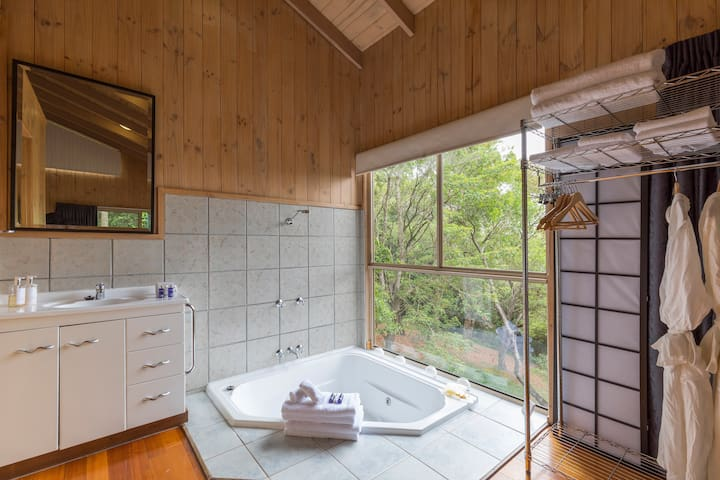 Cottage set in natural bushland - Flaxton - Cottage