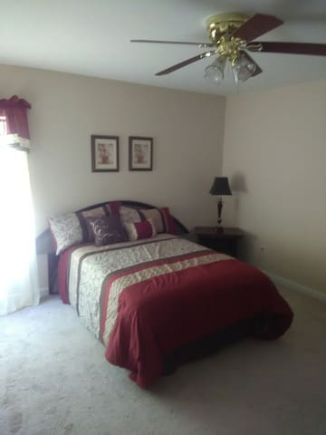 Large 5 bedroom house - Loganville - Casa