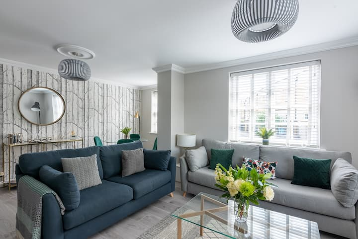 Newly renovated city centre apartment