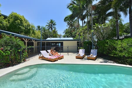 Paradise on absolute beachfront - Newell