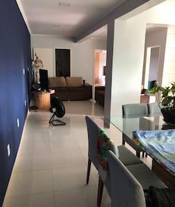 Suíte em apartamento bem localizado