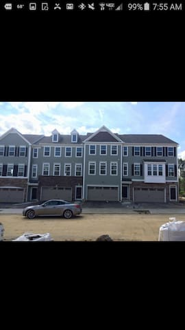 Modern Townhouse- Room for Rent - Cranberry Township - Casa
