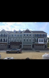 Modern Townhouse- Room for Rent - Cranberry Township - House