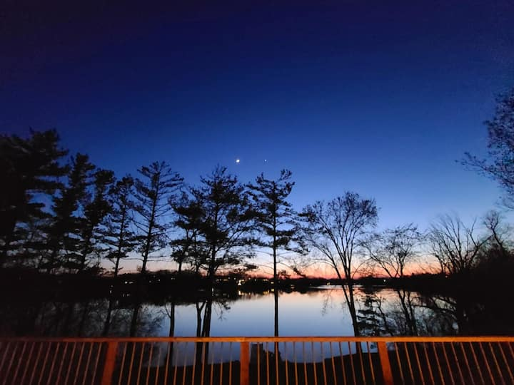 STUNNING LAKEFRONT RETREAT! Close to everything!