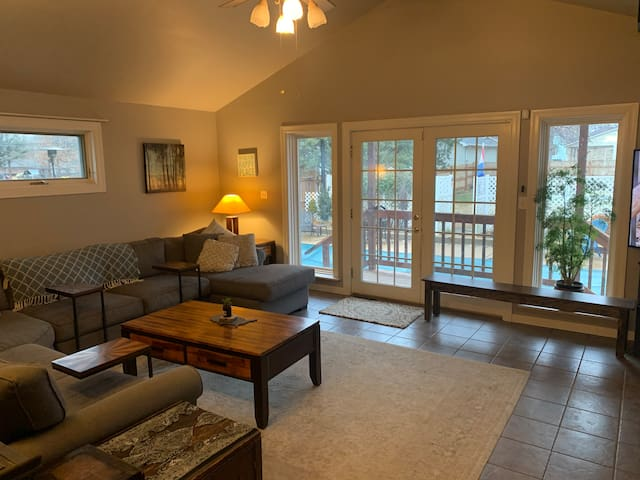 Spacious 4BR Home - Safe/Central Location - Pool