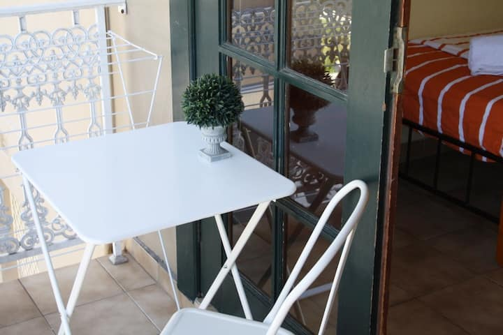 [SPECIAL PRICING] Stylish Single Room w/ Balcony