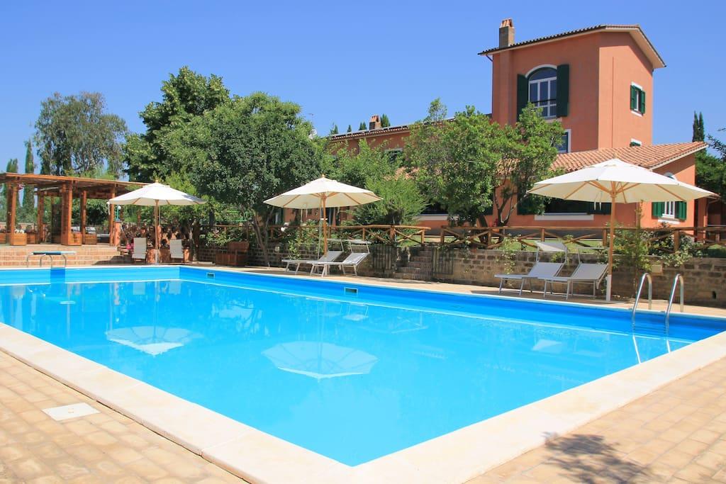 Splendida villa due querce con piscina vicino roma case - Villa con piscina roma ...