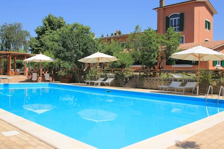 Country Villa Due Querce with Pool near Rome