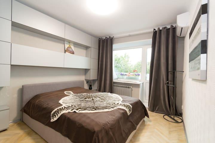 Спальная 1 c двуспальной кроватью/ Bedroom 1