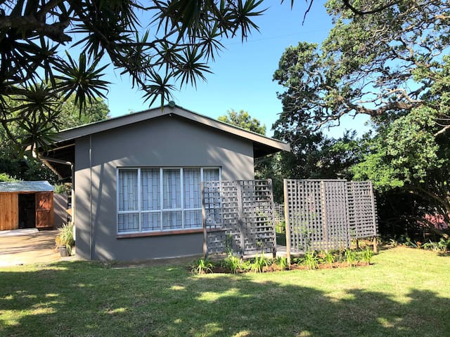 Ballito Garden Cottage, walking distance to beach