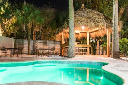 5209A Calle Menorca - Condo in a Perfect Location in Siesta Key Village with a New Pool and Newly Remodeled Interior