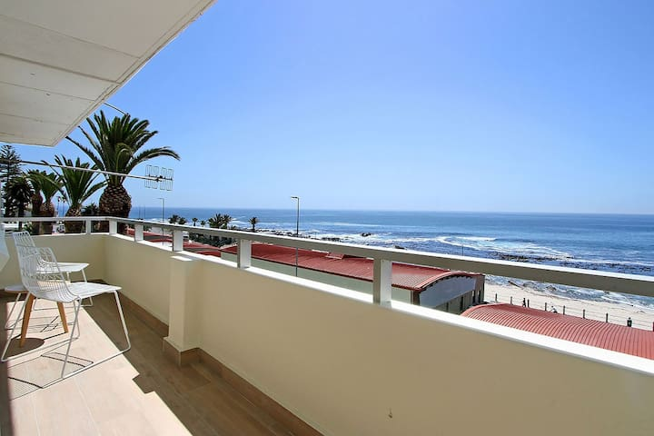 Beach Road Apartment in Sea Point with Sea Views