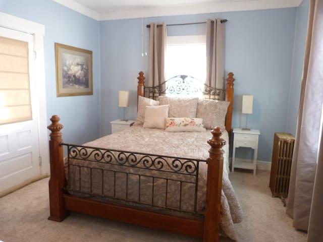 Ah!!! Comfortable queen master bedroom on the main floor, with walk-in closet.