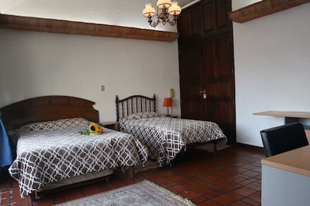 Private family bedroom in Beautiful house Cordoba