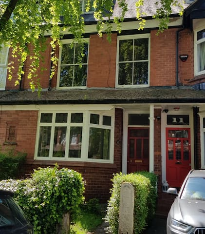 Spacious Double in Didsbury