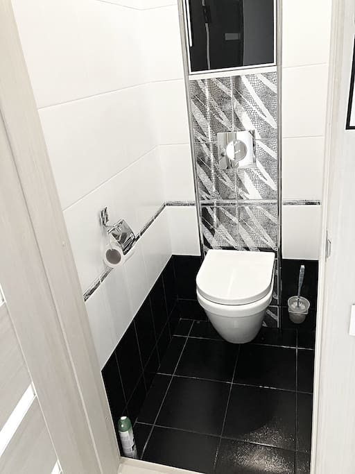Туалет/ restroom