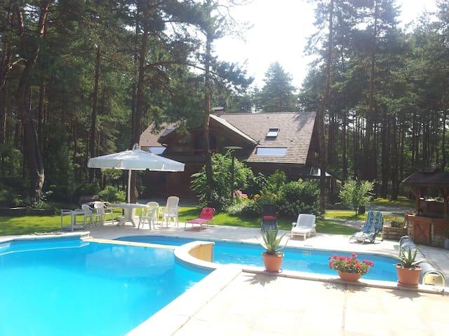 Datcha traditionnelle en bois avec piscine - Czekanka - Casa