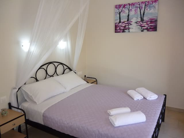 Cozy garden view studio - Agios Georgios Pagon - Apartament