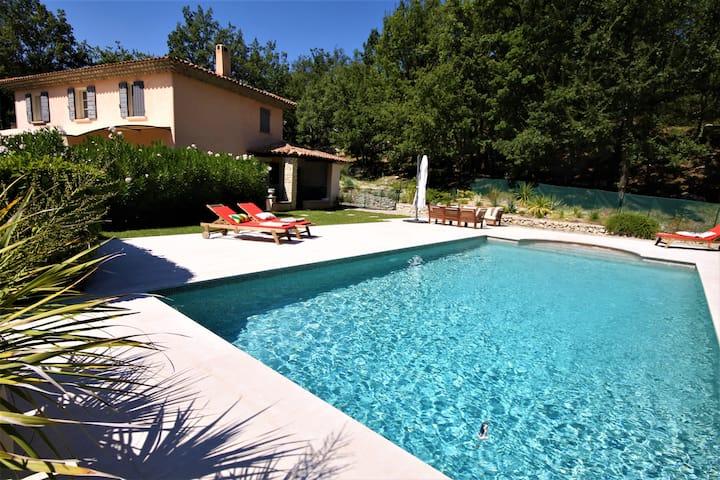 Chambre dans Bastide de charme & belle piscine