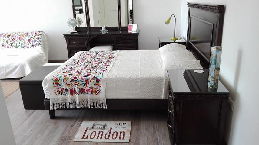 Studio-Suite in beautiful apartment (private) - Puebla - Lejlighed