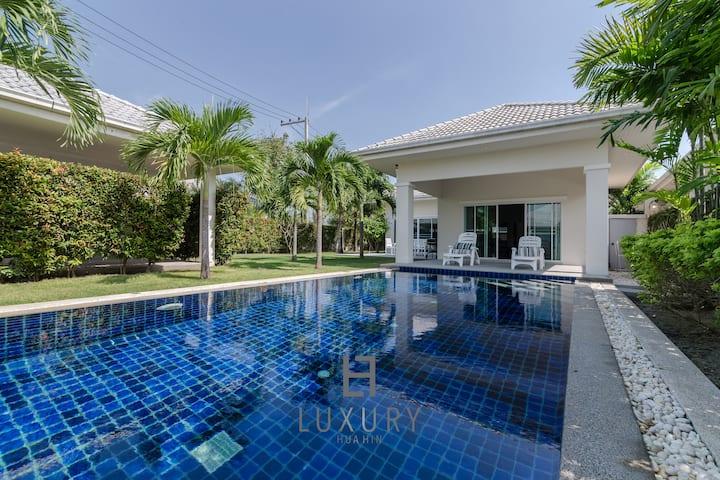 Private 3 bedroom pool villa.