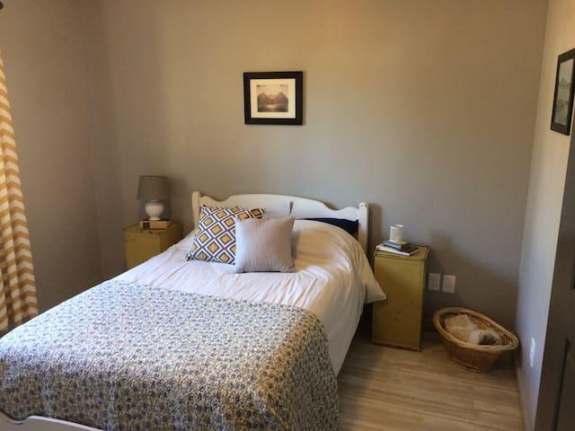 Serene Modern/Vintage Private-Room in Kalispell