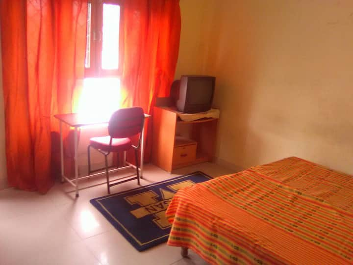 Private rooms a home stay