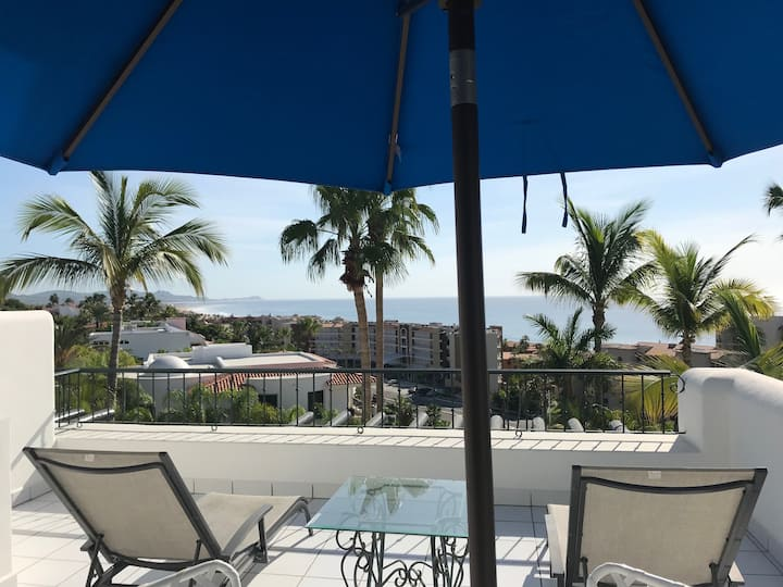 Luxurious and cozy oceanview condo by San Jose