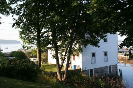 Great 2BR apt on harbor w/ dock, kayaks, near town - Stonington