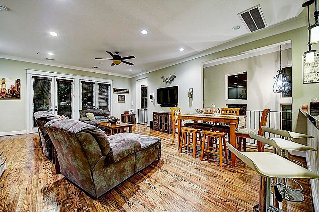 Beautiful home close to everything houses for rent in for Beautiful homes in houston