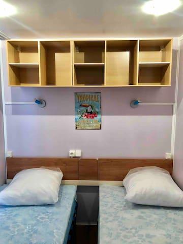 3ème chambre : 2 lits simples