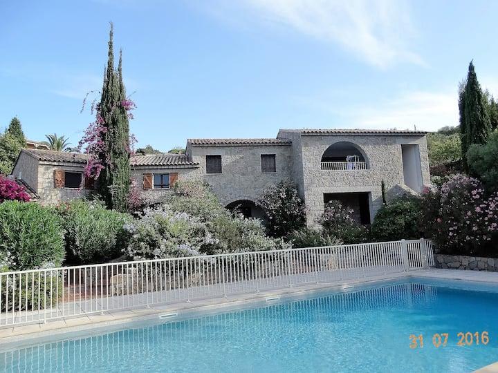 Villa à Propriano, grande piscine, proche mer.