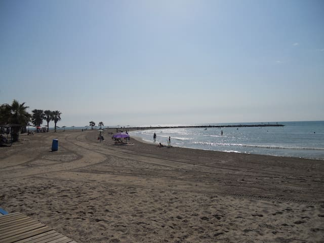 Adosado junto a cala de arena blanca y palmeras - Xilxes