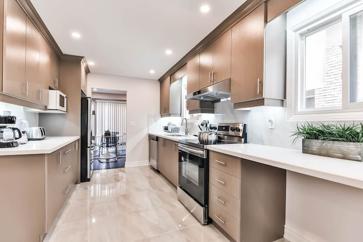 New luxury modern renovation house up to 8 people