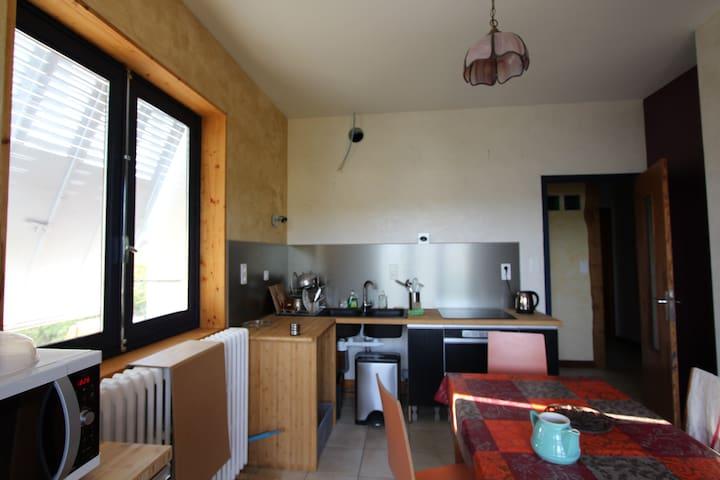 Petite chambre avec lit 2 places en mezzanine