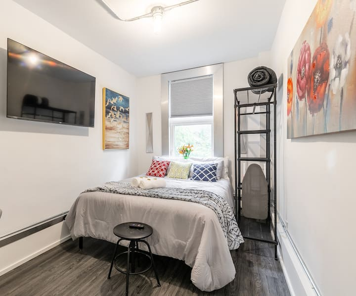 PRIME Downtown - Upscale 1BR in the Byward Market!
