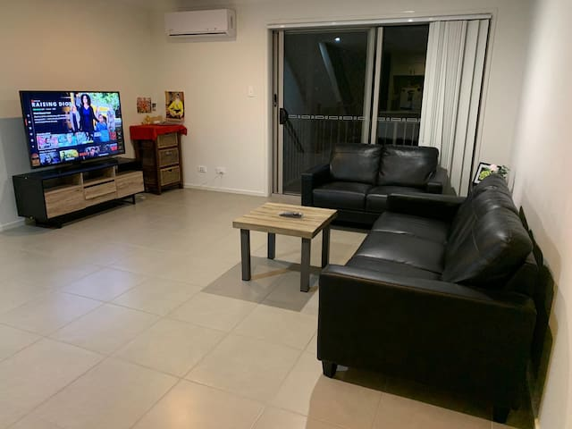 Living room with Smart TV with Netflix, Prime