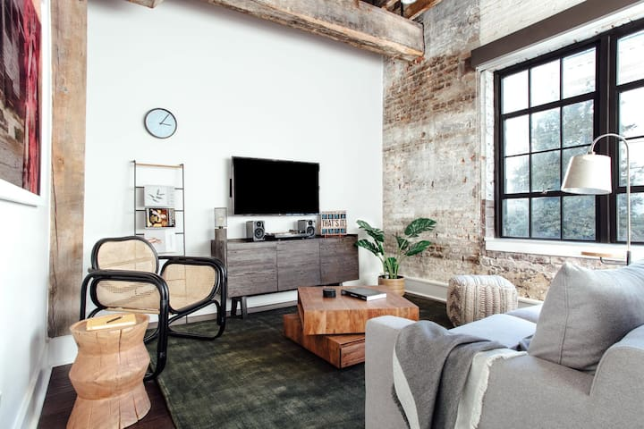 Thoughtful 1BR | WiFi | Warehouse District by Lyric