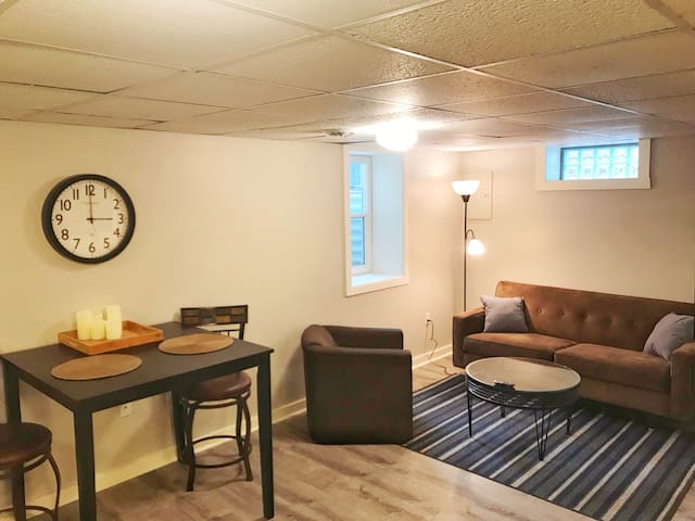 Private Studio 3.5 miles to Downtown GR