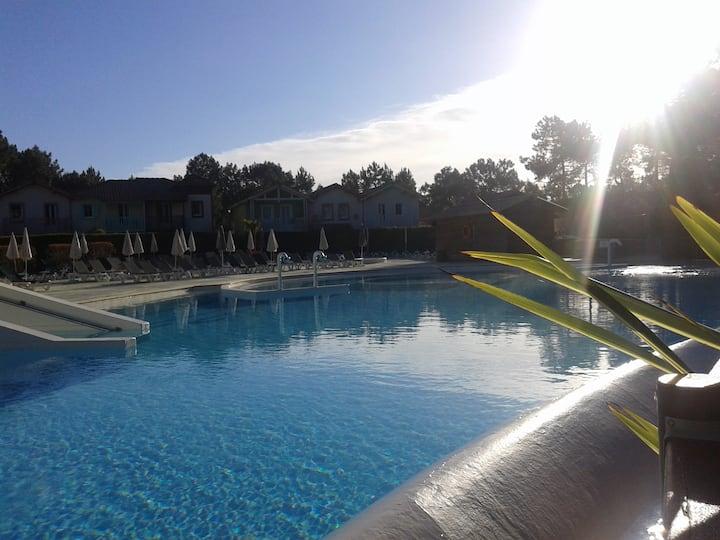 Appartement vue golf & forêt WIFI piscine chauffée