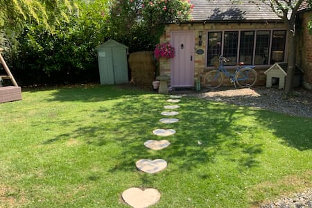Piglet Cottage Cotswolds.Romantic getaway for 2.