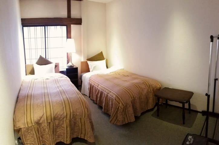 Rm#6, COZY Twin Room for 2 Persons
