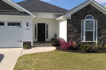 Private room, close to Master's! - Aiken